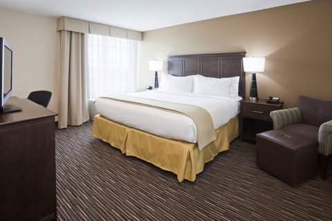 Holiday Inn Express & Suites WILLMAR - King Suite Bed Room