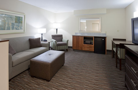 Holiday Inn Express & Suites WILLMAR - 2 Queen Bed Suite Living Room