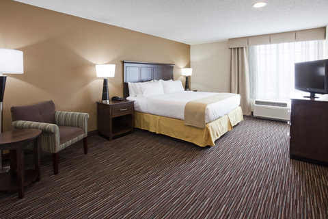 Holiday Inn Express & Suites WILLMAR - Deluxe King Suite Bed Room
