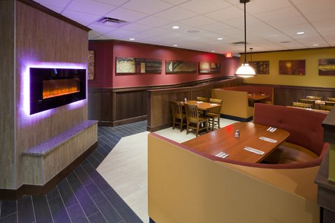 Holiday Inn Express & Suites WILLMAR - Green Mill Restaurant and Bar has food options to please everyone