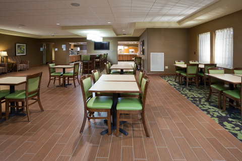 Holiday Inn Express & Suites WILLMAR - Free hot breakfast is served everyday at the Holiday Inn Express