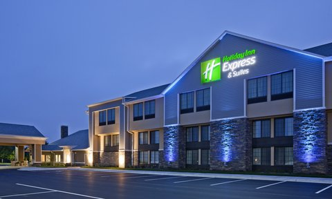 Holiday Inn Express & Suites WILLMAR - Can t miss this hotel  all lit up in blue and ready for you