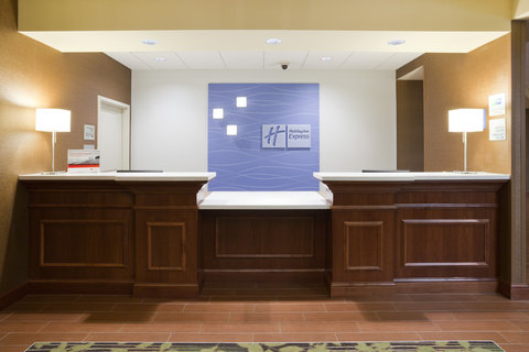 Holiday Inn Express & Suites WILLMAR - Front Desk