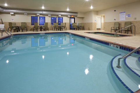 Holiday Inn Express & Suites WILLMAR - 24 Hour Pool Area