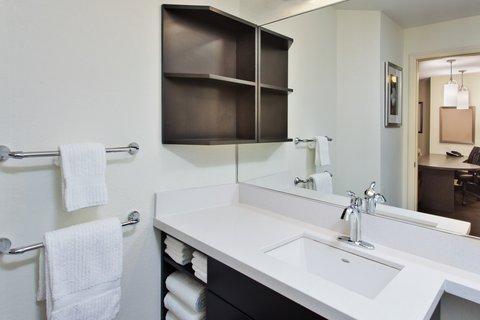Candlewood Suites DETROIT-ANN ARBOR - Guest Bathroom