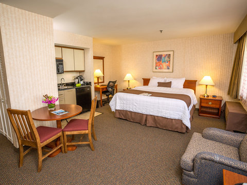 The Inn at Longwood Medical - King Suite