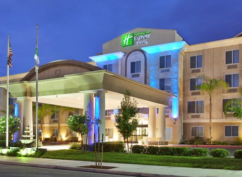 Holiday Inn Express & Suites FRESNO (RIVER PARK) HWY 41 - Hotel Exterior