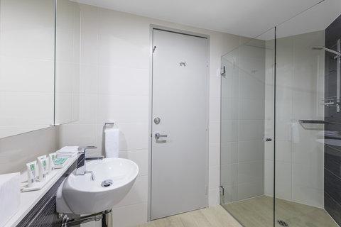 Meriton Serviced Apartments Herschel Street - Modern Suite With Bedroom Bathroom