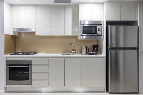 Meriton Serviced Apartments Herschel Street - Modern Suite With Bedroom Kitchen