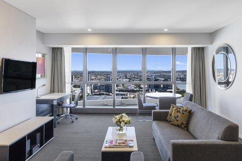 Meriton Serviced Apartments Herschel Street - Modern Suite With Bedroom Living Area