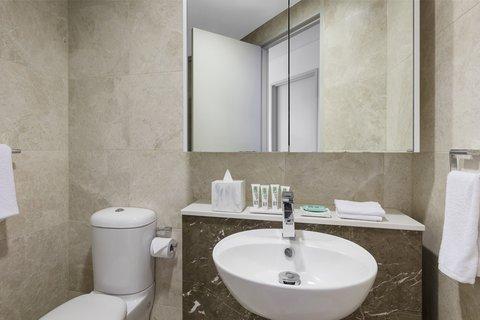 Meriton Serviced Apartments Herschel Street - Altitude Suite With Bedroom Bathroom
