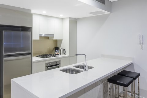 Meriton Serviced Apartments Herschel Street - Altitude Suite With Bedroom Kitchen