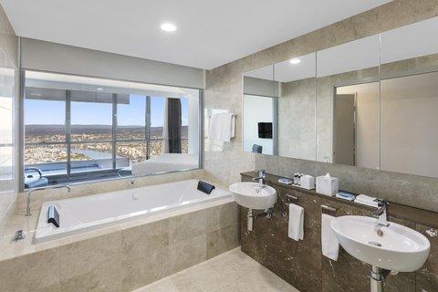 Meriton Serviced Apartments Herschel Street - Infinity Suite with 3 Bedrooms Ensuite