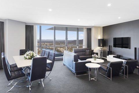 Meriton Serviced Apartments Herschel Street - Infinity Suite with 3 Bedrooms Living Area