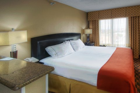 Holiday Inn Express & Suites ALBUQUERQUE MIDTOWN - King Bed