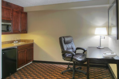 Holiday Inn Express & Suites ALBUQUERQUE MIDTOWN - Business Desk