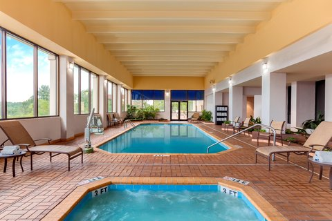 Embassy Suites Columbia - Greystone - Swimming Pool
