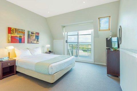 Quality Suites Deep Blue - Guest room