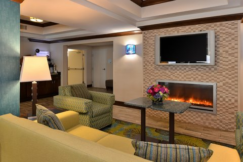 Holiday Inn Express & Suites FRESNO (RIVER PARK) HWY 41 - Lobby Lounge