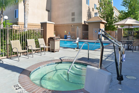 Holiday Inn Express & Suites FRESNO (RIVER PARK) HWY 41 - Spa