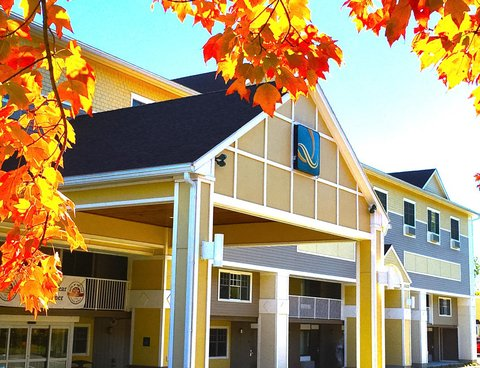 Quality Inn & Suites Evergreen Hotel - Exterior Fall