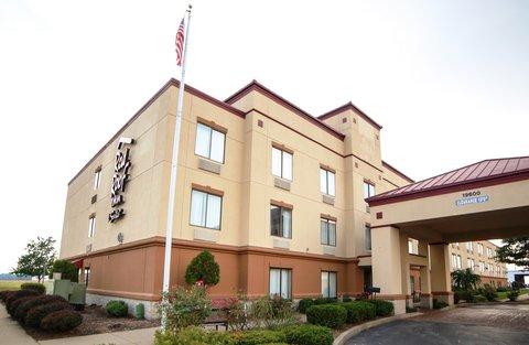 Holiday Inn Express EVANSVILLE-NORTH(I-64 & US 41) - Exterior