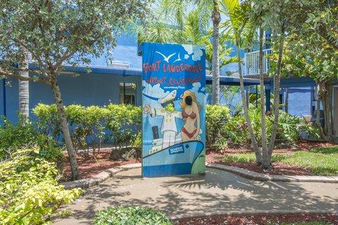 Rodeway Inn & Suites Ft. Lauderdale Airport Cruise Port - Exterior