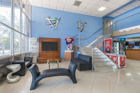 Rodeway Inn & Suites Ft. Lauderdale Airport Cruise Port - Lobby