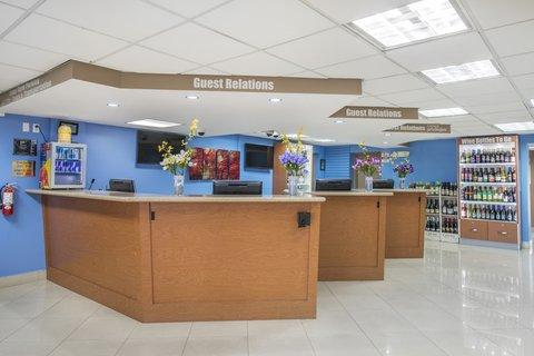 Rodeway Inn & Suites Ft. Lauderdale Airport Cruise Port - Front desk
