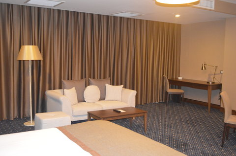 Staybridge Suites BAKU - Central view of the sitting area in one of the rooms