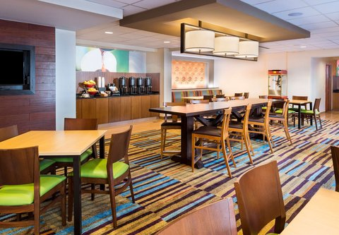 Fairfield Inn & Suites Atlanta Buckhead - Communal Table