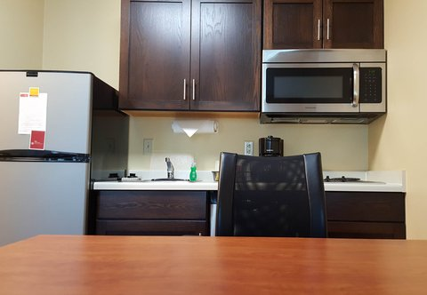 TownePlace Suites Sioux Falls - Queen Studio Suite - Kitchen