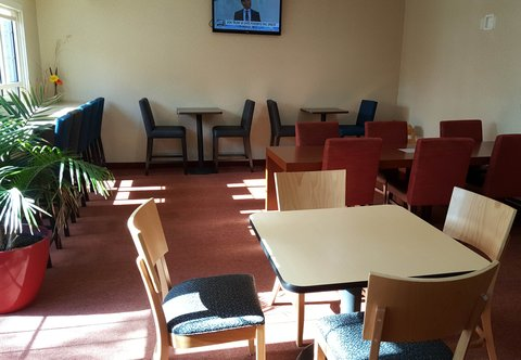 TownePlace Suites Sioux Falls - Breakfast Dining Area