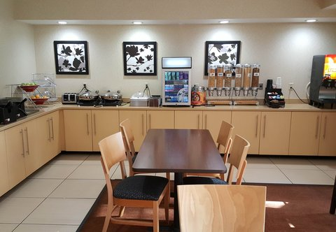 TownePlace Suites Sioux Falls - Breakfast Buffet