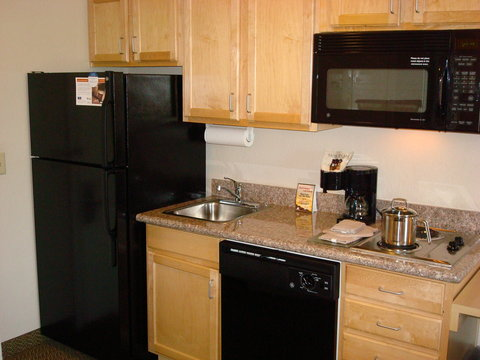 Candlewood Suites BEAUMONT - Guest Room Kitchen