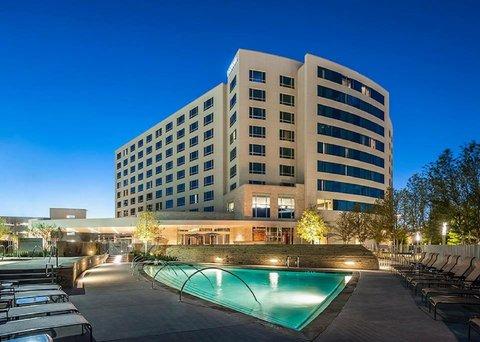 Hilton Dallas Plano Granite Park - Exterior Pool View