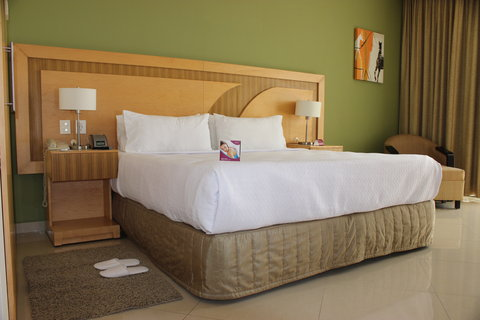 Crowne Plaza TUXPAN - King bed executive room
