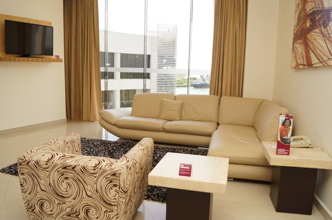Crowne Plaza TUXPAN - Imperial suite living room