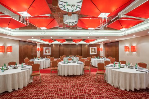 فندق كراون بلازا ديرة دبي - Emirates A   B