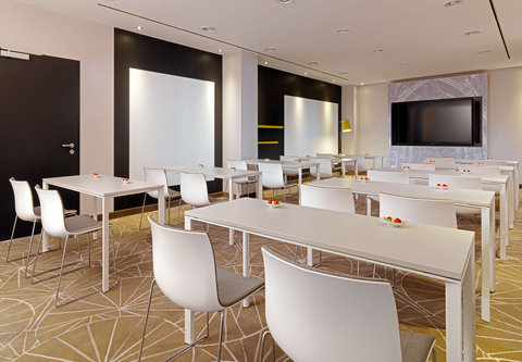 Cologne Marriott Hotel - Studio 5 Meeting Room   Classroom Setup