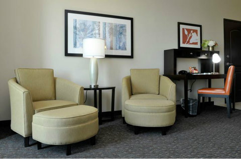 Staybridge Suites ST. PETERSBURG DOWNTOWN - King Studio with Executive Chairs