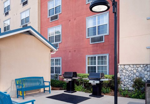 TownePlace Suites Los Angeles LAX/Manhattan Beach - BBQ Area
