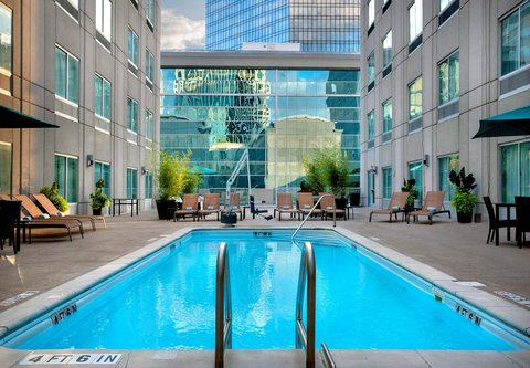Courtyard Charlotte City Center - Outdoor Pool