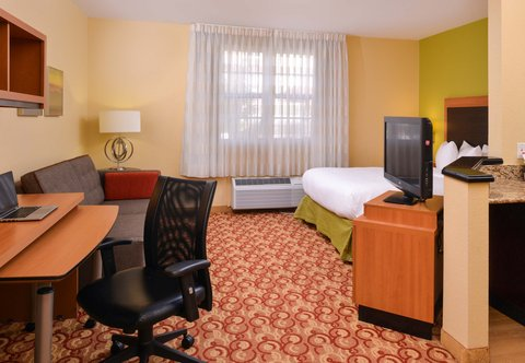 TownePlace Suites Miami Lakes - Queen Studio Suite