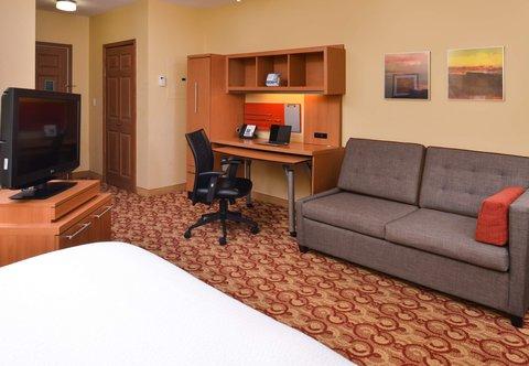TownePlace Suites Miami Lakes - Queen Studio Suite - Living Area