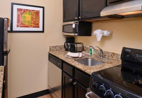 TownePlace Suites Miami Lakes - Suite - Kitchen