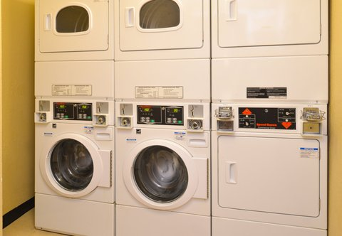 TownePlace Suites Miami Lakes - Guest Laundry