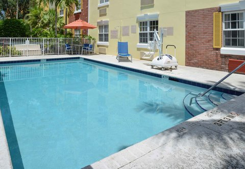 TownePlace Suites Miami Lakes - Ourdoor Pool