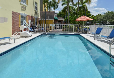 TownePlace Suites Miami Lakes - Outdoor Pool