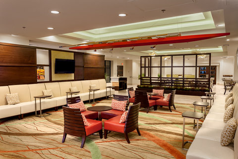 Holiday Inn AUSTIN-TOWN LAKE - Relax in our spacious and functional lobby lounge